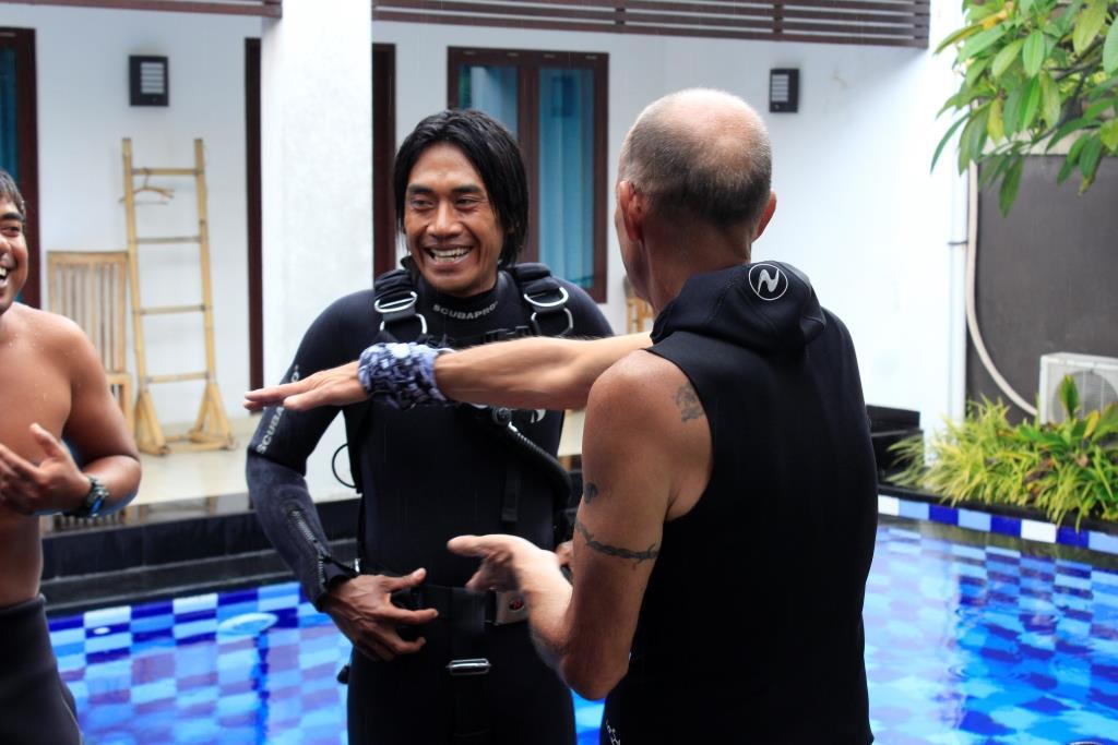 Eddy laughing sidemount diving