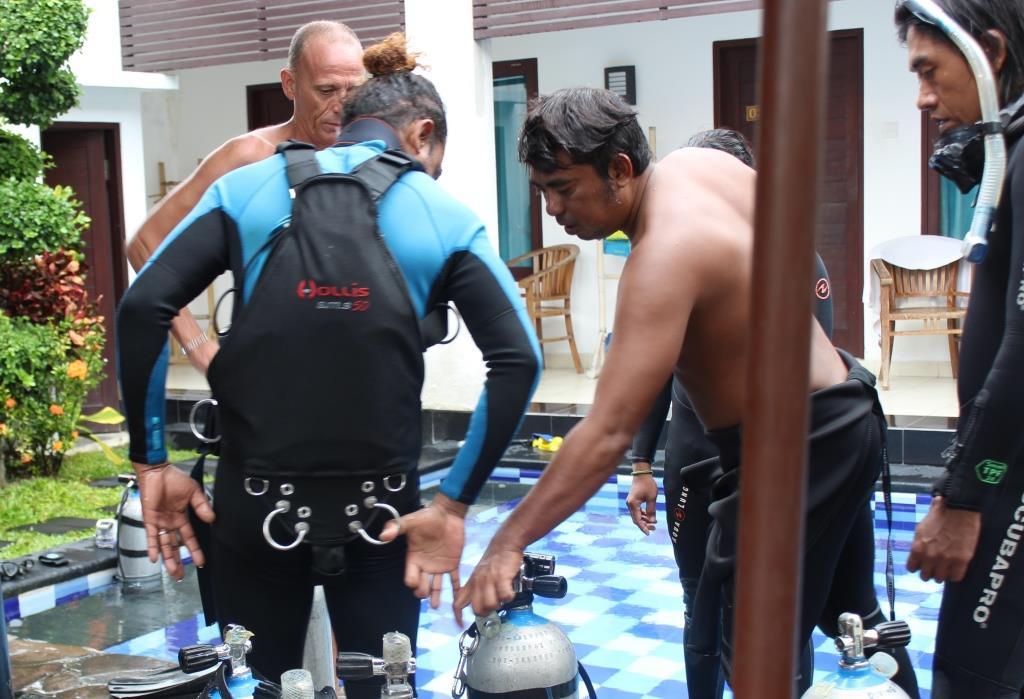 bobby kitting up sidemount diving