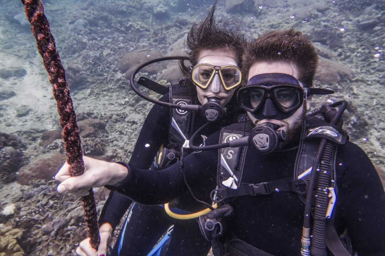 Benoît and Mélissa Discover Diving