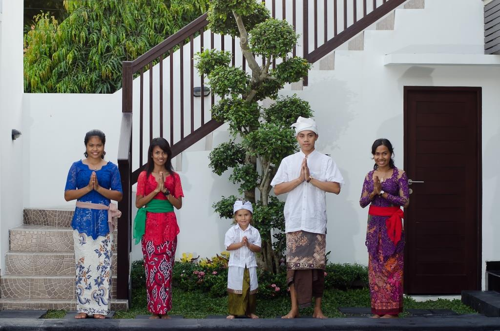 traditional Balinese dress the Diving Indo family